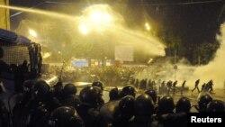 Согласно заключению, полицейские применили силу после того, как манифестанты отказались переместиться и продолжить акцию в альтернативном месте, помешав таким образом намеченному на 26 мая параду в честь Дня независимости
