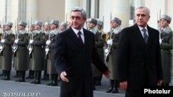 Президент Армении Серж Саргсян принимает в Ереване президента Ливана Мишеля Сулеймана, 9 декабря 2011 г.