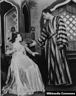 Uta Hagen 'Otello' tamaşasında Desdomona rolunda