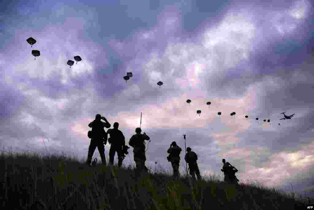 NATO paratroopers take part in military exercises at Bezmer airfield in Bulgaria. (AFP/Dimitar Dilkoff)