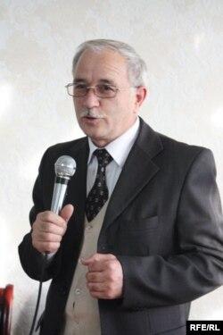 Аҳмадшоҳи Комилзода, рӯзноманигори тоҷик