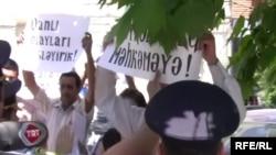 Հակաիսրայելական բողոքի ցույց Բաքվում Իսրայելի դեսպանատան առջեւ, հունիս, 2010թ.