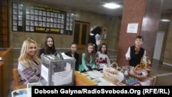 Акція з продажу писанок для онкохворих дітей в Івано-Франківську