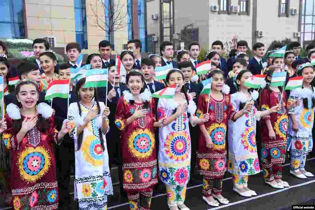 Мурдагы президент, маркум Ислам Каримовдун маалында эки өлкө ортосундагы алакалар начарлап кеткен.