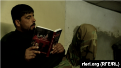 قریشی هنگام مطالعه