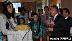 Австралия татарлары Татарстан президентын чәк-чәк белән каршы алды