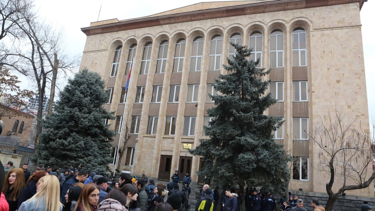 Government Panel Wants To Abolish Armenia's Constitutional Court