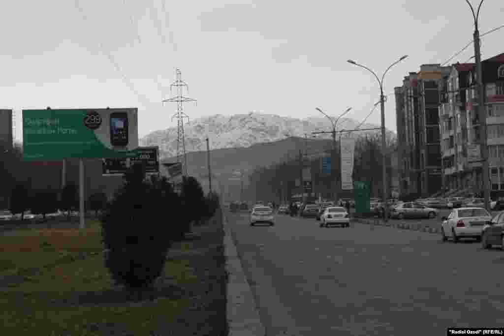 Хиёбонҳои шаҳри Душанбе баъд аз барфборӣ ва хунукии шадид