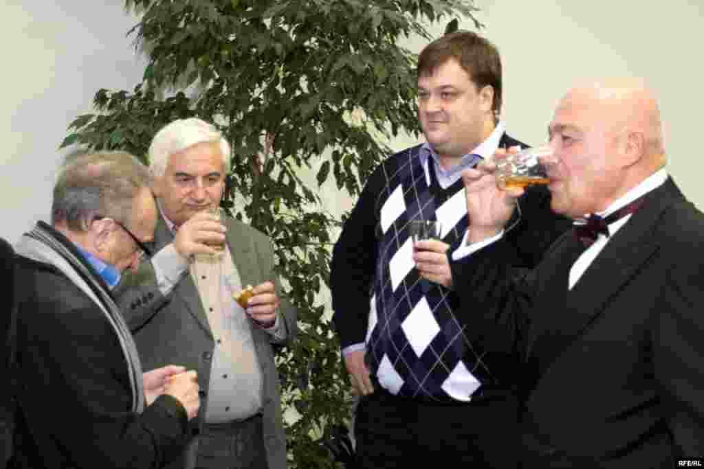 Russia -- (R - L) Anatoly Smelyansky, Yuri Bogomolov, film critic, Vasily Utkin, sport NTV presenter, Vladimir Pozner on Moscow cinema press award ceremony, 18Sep2008
