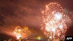 بيش از يک و نيم ميليون نفر در سيدنی استراليا سال نو ميلادی را جشن گرفتند.(عکس: AFP)