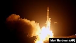 Старт ракеты Falcon 9.