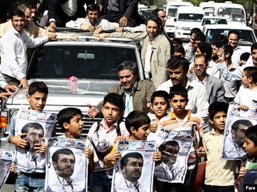 محمود احمدینژاد در آغاز سفر استانی به کرمان