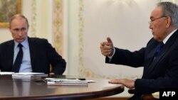 Президент Казахстана Нурсултан Назарбаев (справа) и президент России Владимир Путин. Резиденция Ново-Огарево под Москвой, 5 марта 2014 года.