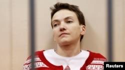 Украинская военнослужащая Надежда Савченко в зале суда в Москве. 4 марта 2015 года.
