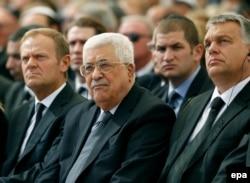 محمود عباس در کنار دونالد توسک