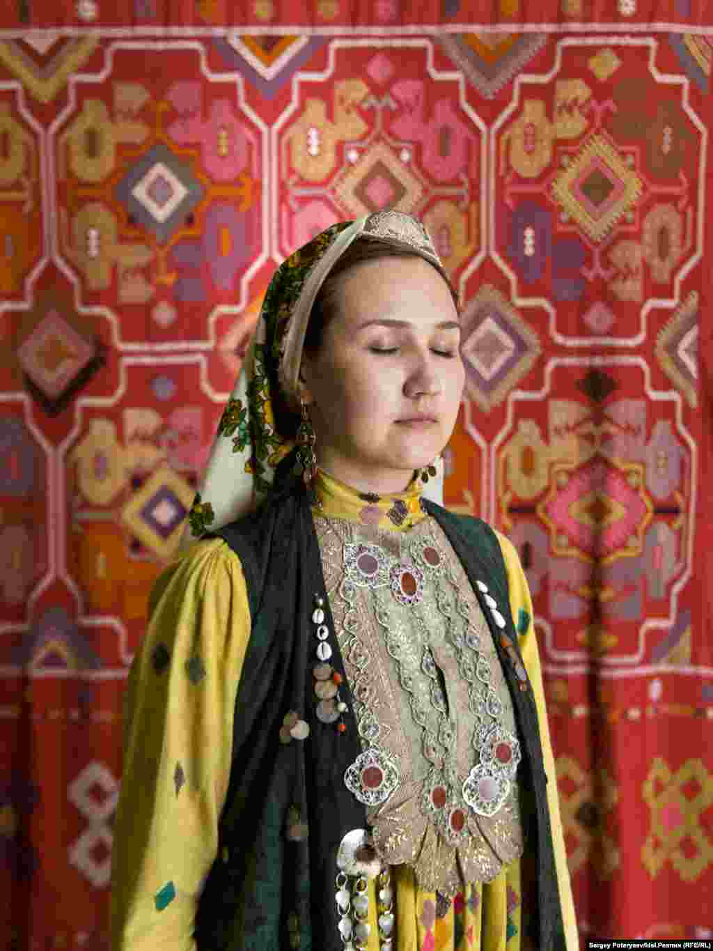 "Salima 29 years old, artist at a television station ""I am the daughter of my nation, not just my father and mother. I am constantly in search of information about the history of my ancestors. For a Bashkir girl, there is no big difference between the traditional and modern way of life. I like the traditional way and I feel comfortable in it. For example when my husband is hungry, I cannot let him eat a simple sandwich. And I had a dowry."""