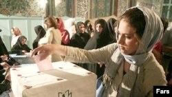انتخابات ریاست جمهوری دهم سال آینده در بهار یا تابستان برگزار می شود.(عکس: فارس)