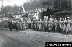 Украинские революционные солдаты на улицах Киева, 1917 год
