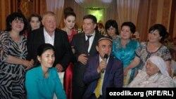 Народный артист Шерали Джураев в доме поэта Мухаммада Исмоила.