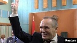 Экс-кандидат в президенты Беларуси Владимир Некляев на суде в Минске. 5 мая 2011 года.