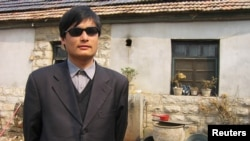 Disidenti i verbër kinez Çen Guançen