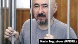 Поэт Арон Атабек, осужденный на 18 лет тюрьмы после столкновений в поселке Шанырак близ Алматы.