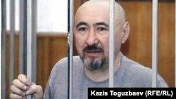 """""""Шаңырақ ісі"""" бойынша сотталған Арон Атабек. Алматы, қазан 2007 жыл."""
