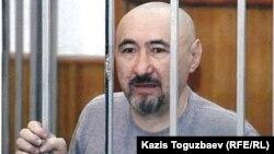 Арон Атабек, осужденный на 18 лет тюрьмы после столкновений в поселке Шанырак. Алматы, октябрь 2007 года.