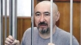 Арон Атабек, приговоренный к 18 годам тюрьмы после столкновений в поселке Шанырак. Алматы, октябрь 2007 года.