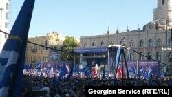 Pamje nga tubimi i sotëm i opozitës në Tbilisi të Gjeorgjisë