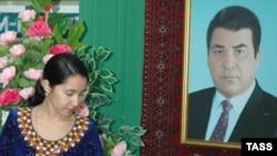 Сапармурат Ниязов и после смерти присматривает за гражданами Туркменистана