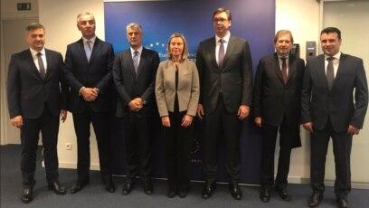 Visoka povjerenica EU za vanjsku politiku Federica Mogherini sa liderima balkanskih zemalja u Briselu u decembru.