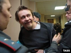Oleg Vorotnikov (center), leader of the art group Voina, appears in a St. Petersburg court in February.
