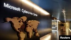 У калідоры цэнтру па змаганьні з кібэрзлачыннасьцю, які стварыла кампанія Microsoft.