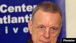 Գերմանիայի դեսպան Հանս Յոխեն Շմիդտը:
