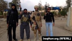 عناصر من ابناء العراق الى جانب قوات الجيش في مواجهة مقاتلي داعش والقاعدة
