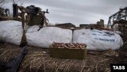 Кулемет на блокпості угруповання «ЛНР», Луганська область. Листопад 2014 року