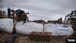 Пулемёт на блокпосту боевиков «ЛНР» в Луганской области. Ноябрь 2014 года