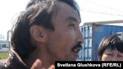 Гражданский активист Болатбек Блялов.
