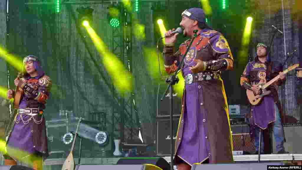 Казахстан на фестивале представлен группой «Тиграхауд», проектом «Барабаны Алматы», ди-джеями. Популярная казахстанская группа «Тиграхауд» первой вышла на сцену после открытия фестиваля. Тиграхауд, как известно, название группы саков, живших в Семиречье в эпоху бронзы, для которой были характерны остроконечные шапки. Музыканты коллектива «Тиграхауд» выступают в костюмах, стилизованных под сакскую одежду, но без остроконечных шапок. «Тиграхауд» использует казахскую музыку и казахские инструменты в сочетании с рок-инструментами.
