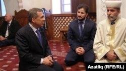 Миңнеханов Кырым мөфтие Әмирали Аблаев белән Кебир мәчәтендә. 5 март 2014
