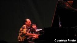 Мишел Камило, пијанист и композитор од Доминиканска Република.