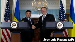 Голова МЗС України Павло Клімкін і держсекретар США Майк Помпео під час спілкування із журналістами. Вашингтон, 16 листопада 2018 року