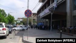 """Апрель айынын башында Киев көчөсүндөгү """"Бишкек парк"""" соода борбору ачылганда андагы коомдук аялдаманы алып салышкан."""