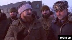 Глава Чечни Рамзан Кадыров (слева на переднем плане).