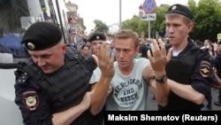 Задержание Навального на акции в поддержку Голунова, июнь 2019 г.