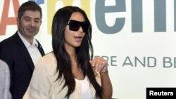 Американская телезвезда Ким Кардашьян по прибытии в Ереван 8 апреля 2015 года