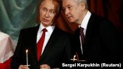 Владимир Путин и Сергей Собянин в храме Христа Спасителя, архивное фото