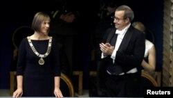 Новый президент Эстонии Керсти Кальюлайд и уходящий президент Тоомас Хендрик Ильвес