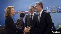 (soldan) Monteneqronun müdafiə naziri Milica Pejanovic, xarici işlər naziri Igor Luksic və NATO baş katibi Jens Stoltenberg